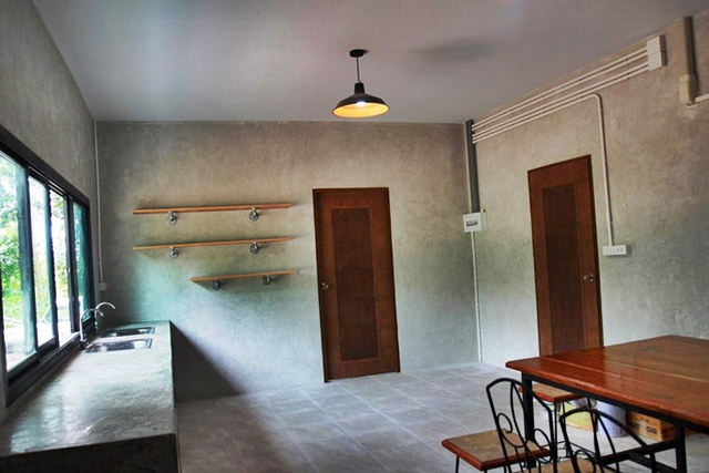 ห้องครัวบ้านชั้นเดียว สไตล์โมเดิร์นลอฟท์ ผนังปูน