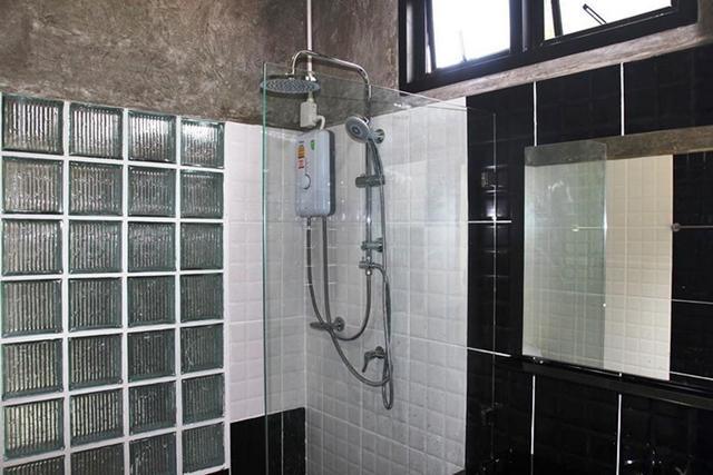 ห้องน้ำบ้านชั้นเดียว สไตล์โมเดิร์นลอฟท์ ผนังปูน